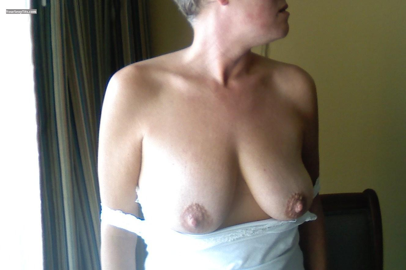 Tit Flash: Medium Tits - Milfync from United States